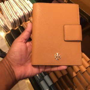 Tory Burch Emerson Snap passport holder